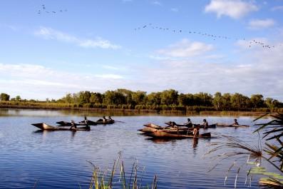 TEN CANOES - Still 1